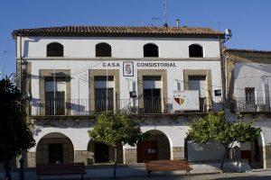 1280px-Ayuntamiento_de_Ceclavin